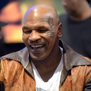 Mike Tyson pombo correio