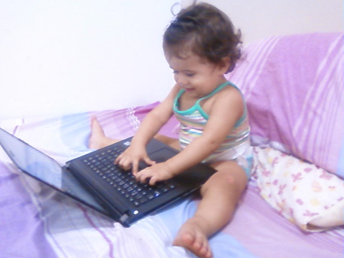 Posem observar minha filha fazendo trabalho online