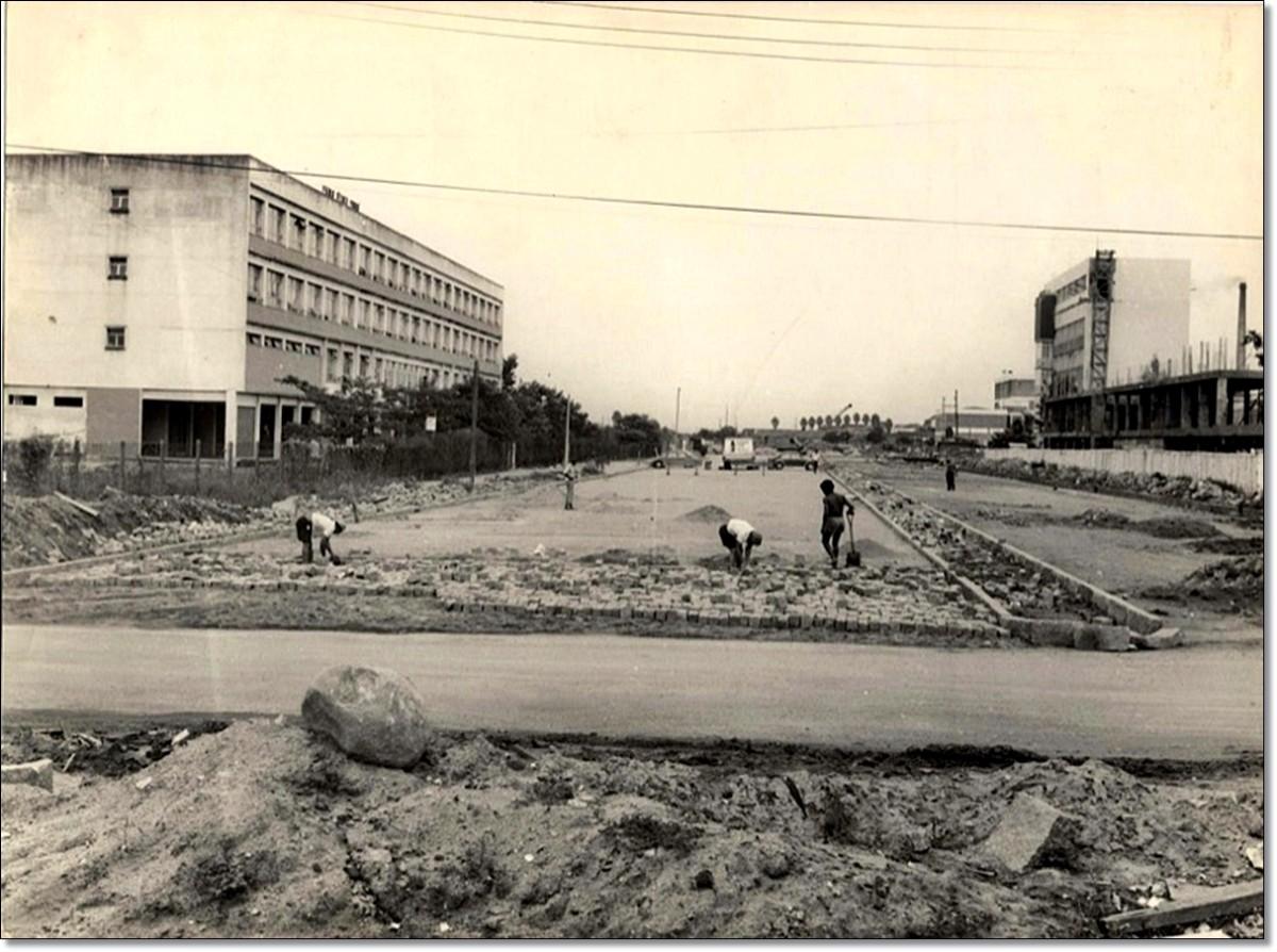 Construção Av. José Loureiro da Silva déc. 70