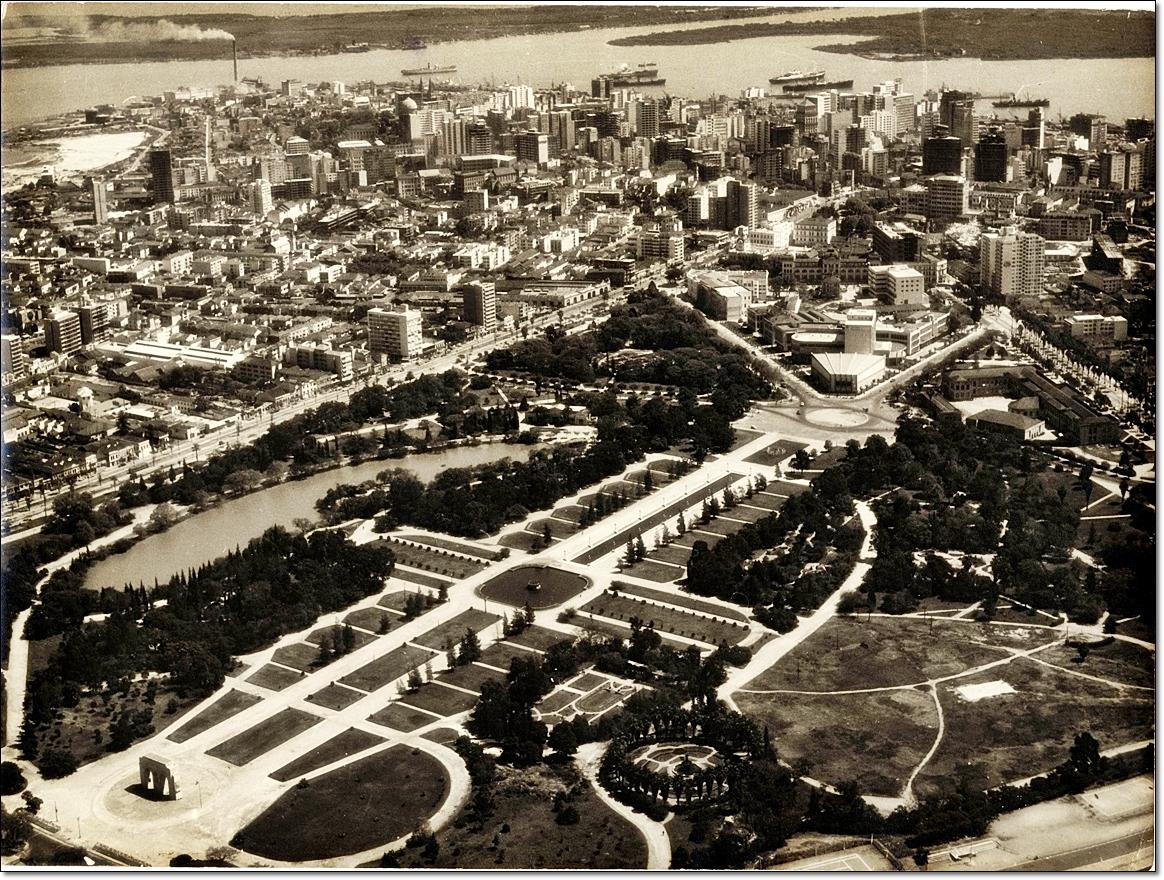 Vista aérea de Porto Alegre, parque Farroupilha inicio déc. 1960