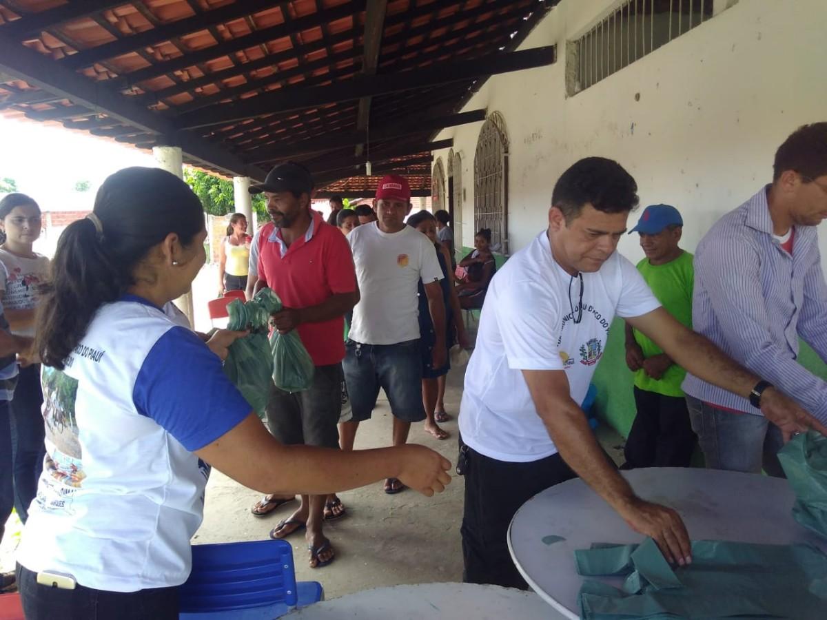 Prefeitura de Pau D'aro do Piauí realiza a tradicional entrega de peixes da Semana Santa