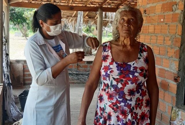 Secretária municipal de saúde de Pau D'arco do Piauí, dar continuidade a campanha de vacinação contra a gripe