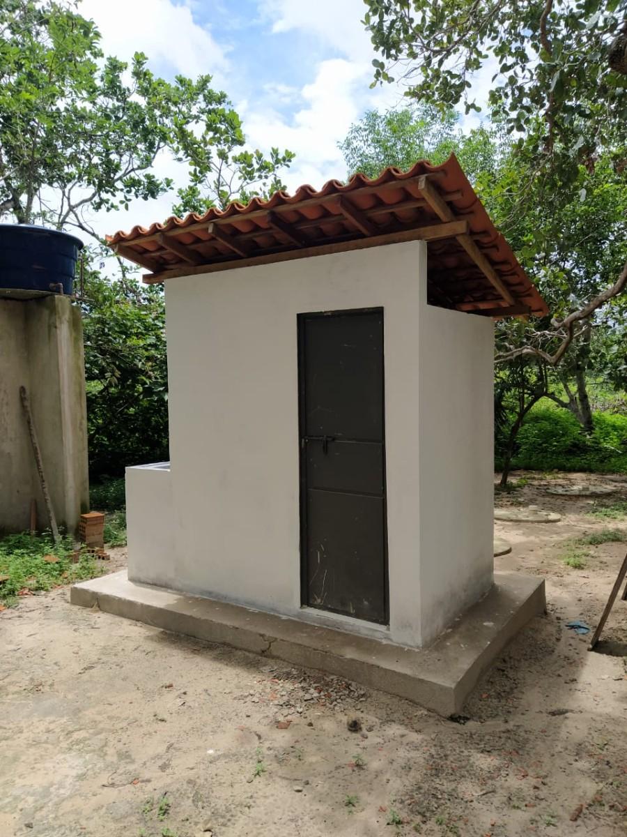 Prefeitura de Pau D'arco entrega banheiros na zona rural