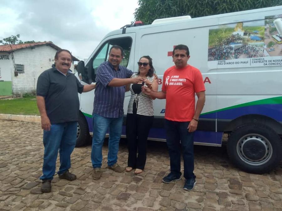 Prefeitura realiza entrega de nova ambulância