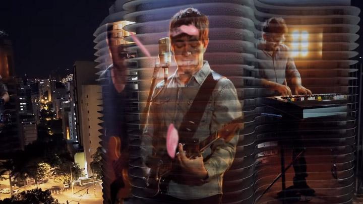 Skank mistura animações e projeções em prédios em videoclipe