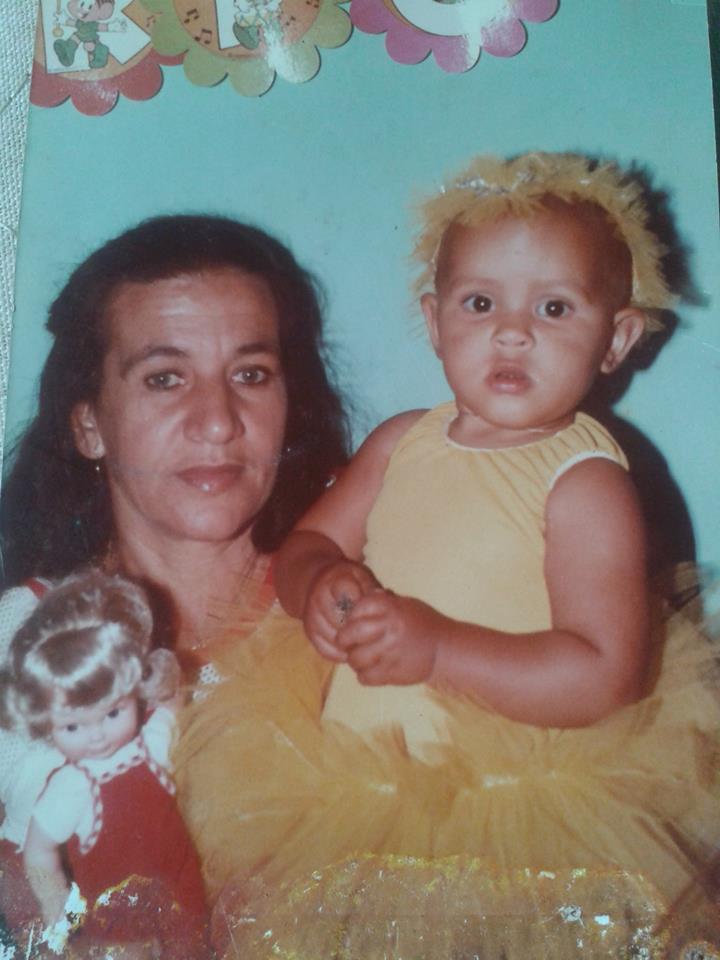 Salve Deus! Dona Felisarda Teles de Oliveira e minha filha: Janaína Teles Cândido. Salve Deus.