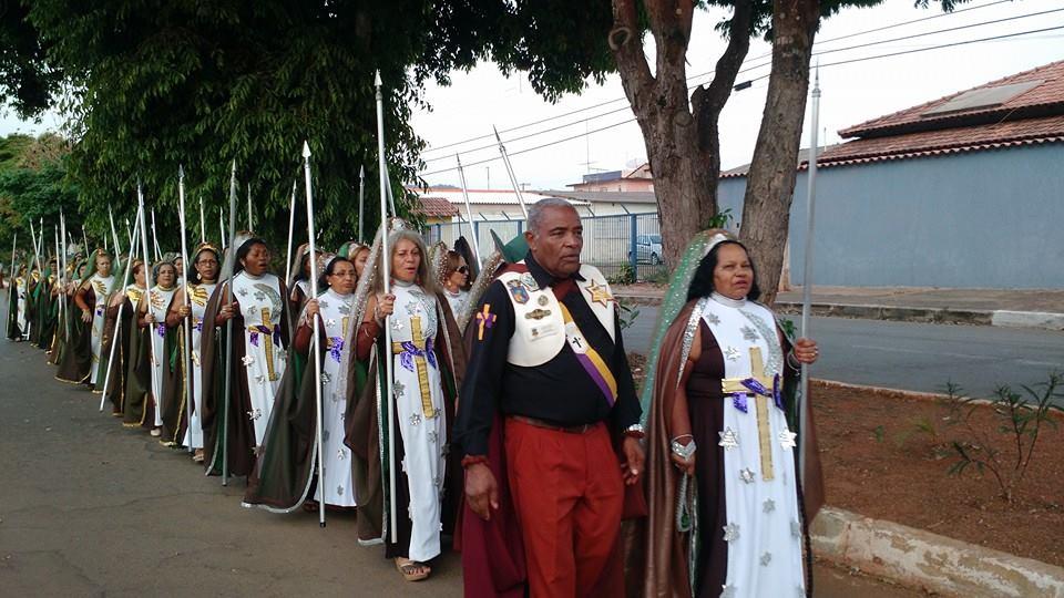 Salve Deus! Falange de Franciscanas! Salve Deus.