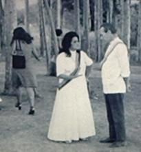 Tia Neiva e Mário Sássi em baixo dos Eucalíptos!