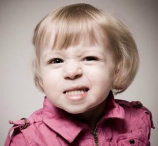 http://img.comunidades.net/cli/clinicaciso/toddler_girl_grinding_teeth.jpg