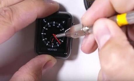 """Novo """"Apple Watch"""" com tela de safira mostra resistência contra riscos e fogo"""