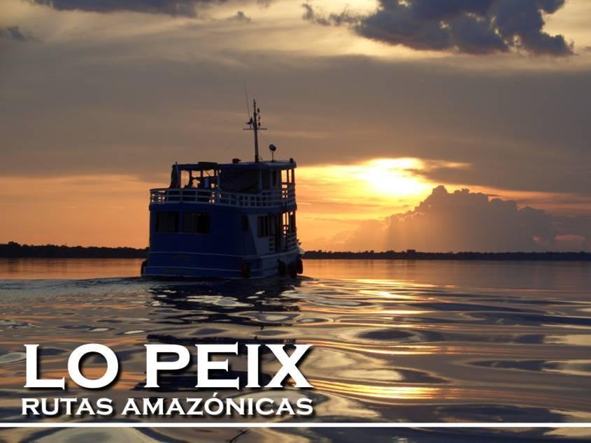 Lo Peix Navegando na por de sol amazonas