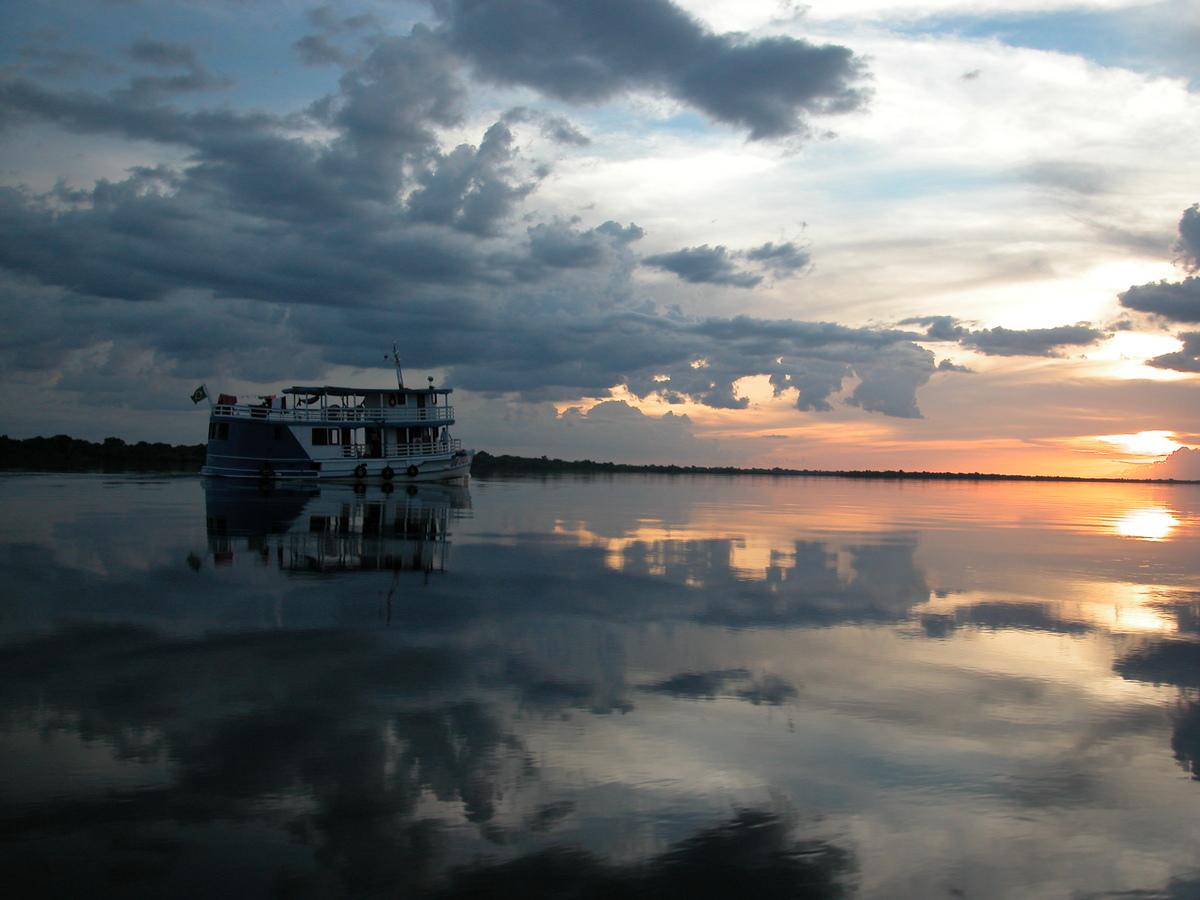 Barco crucero amazonas