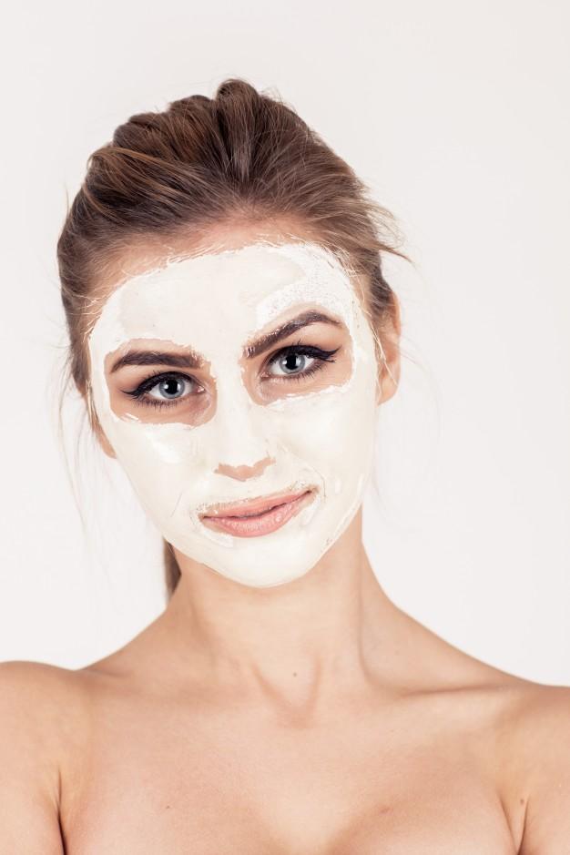 Bela em tratamento de acne
