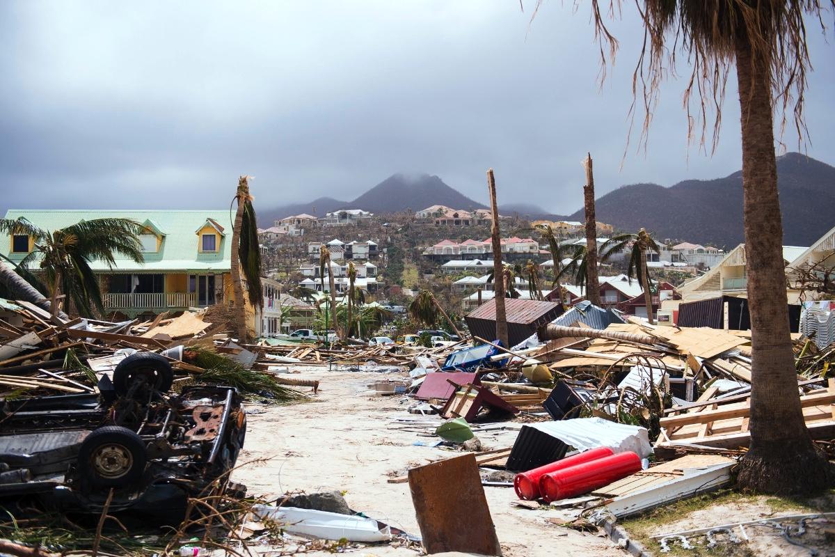 Devastação provocada pela passagem do furacão Irma em agosto de 2017, classificado com a categoria V. São Martinho, Caraíbas.