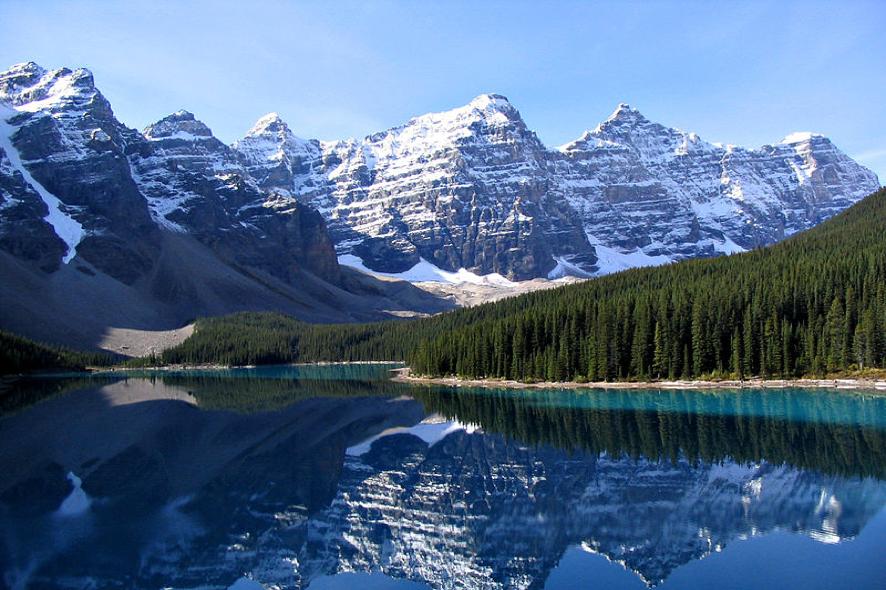 Lago Moraine e Vale dos Dez Picos, Alberta, Canadá.