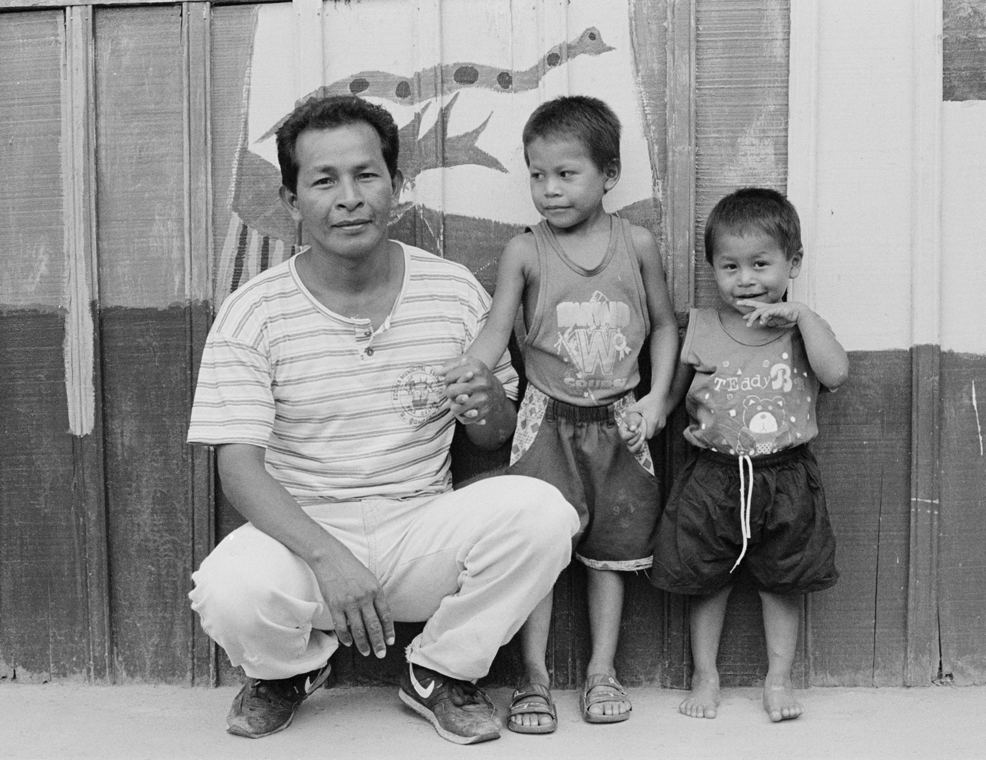 Sandro no meio com seu pai Sansão e seu segundo irmão Everton