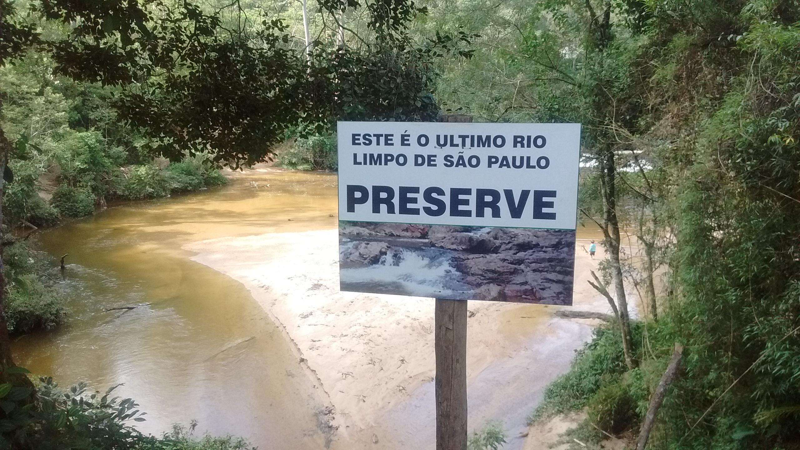cachoeira e unico rio limpo em sp