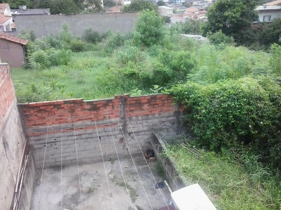 Fundos do terreno