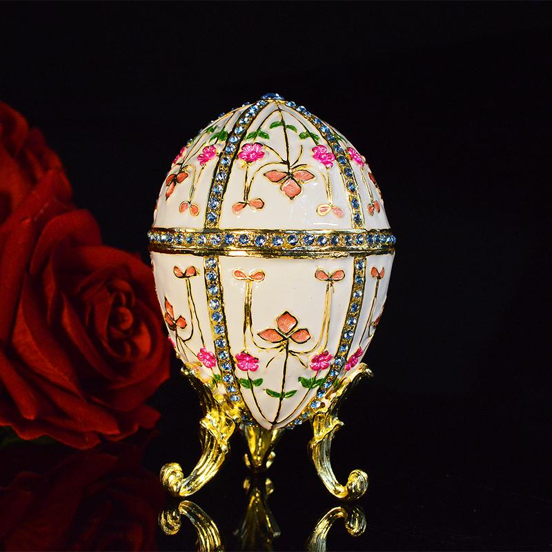Sur Zappandoo, un cadeau éternel et inoubliable, l'oeuf devient une oeuvre d'art.