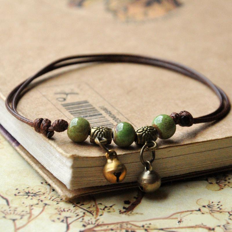 Bracelet en cuir et pierres naturelles selon la tradition du Tibet, en vente sur Zappandoo.