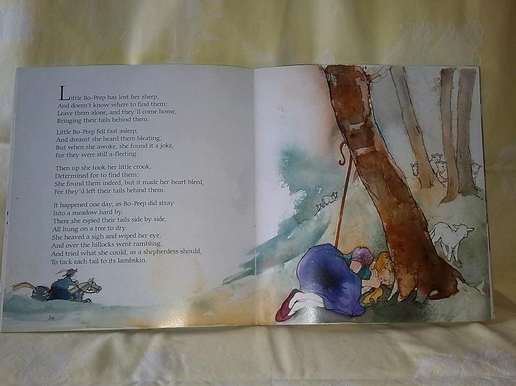 Ring-à-ring O'Roses, un conte pour enfants, en anglais et en vente chez Zappandoo.
