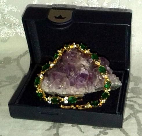Magnifique bracelet plaqué or 18k et pierres fines.