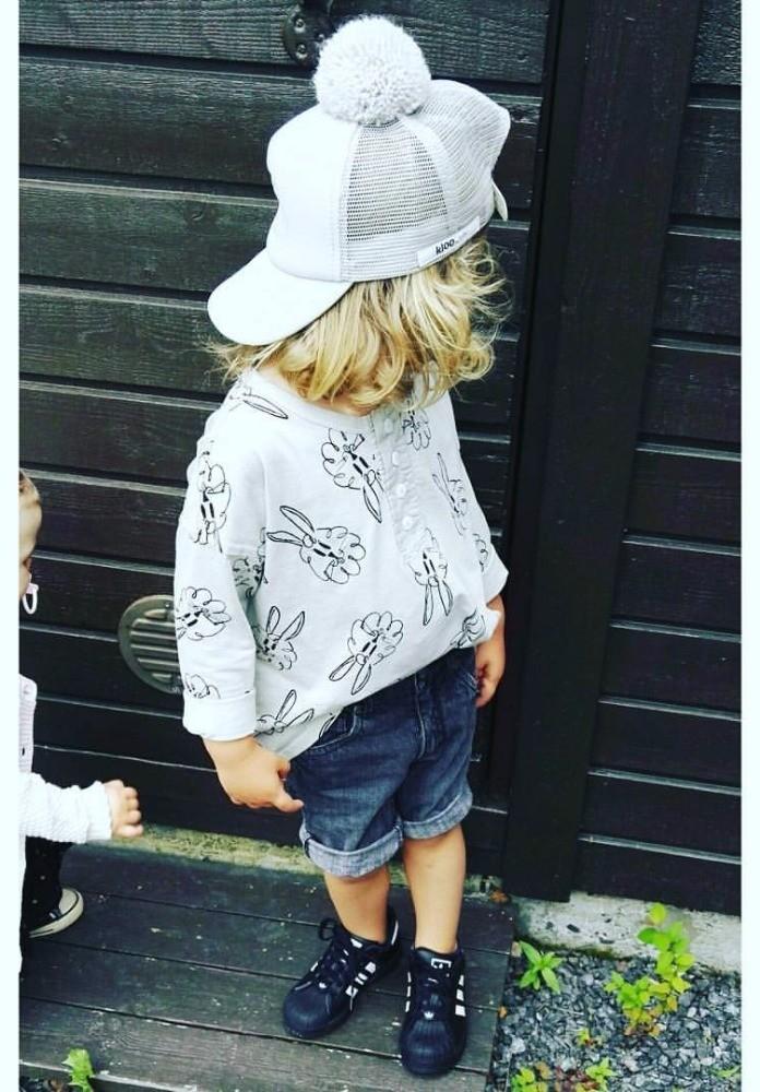 Mode textile tendance pour bébé, le pull, en vente sur Zappandoo.