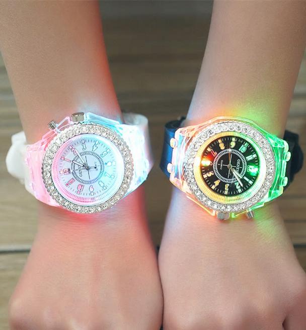 Belle montre unisexe pour enfants de la marque Geneva, en vente sur Zappandoo.